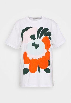 NOKKELA KARUSELLI PLACEMENT - Print T-shirt - white