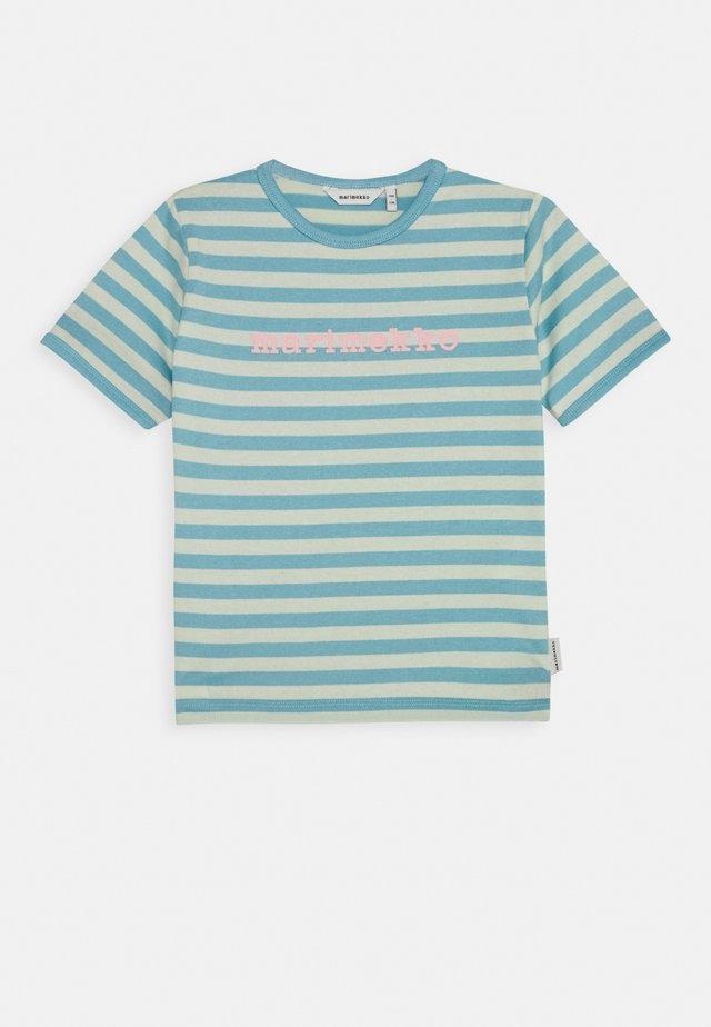 LEUTO TASARAITA - Camiseta estampada - turquoise/white