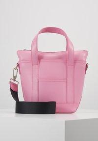 Marimekko - MILLI MATKURI BAG - Handbag - pink - 0