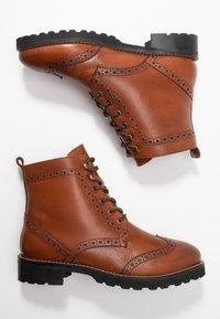 mint&berry wide fit - Lace-up ankle boots - cognac - 3