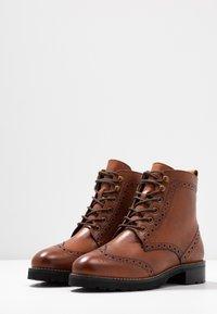 mint&berry wide fit - Lace-up ankle boots - cognac - 4