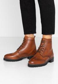mint&berry wide fit - Lace-up ankle boots - cognac - 0