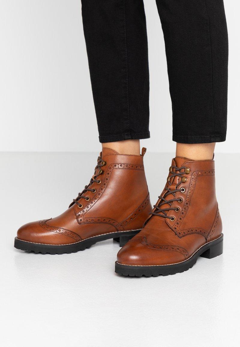 mint&berry wide fit - Lace-up ankle boots - cognac
