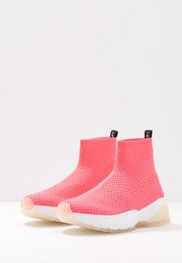 Marc Cain - Vysoké tenisky - neon pink - 4