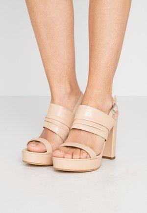 Sandály na vysokém podpatku - braun