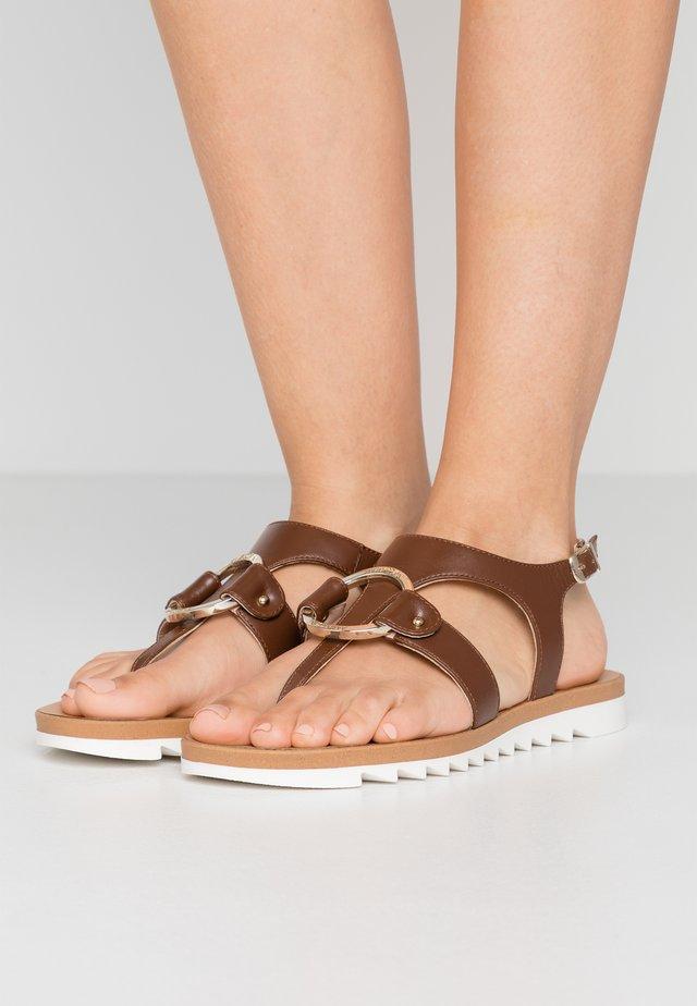 Sandály s odděleným palcem - braun