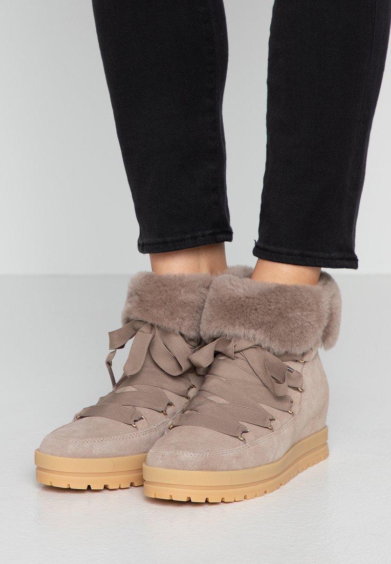 Marc Cain - Kotníková obuv - beige