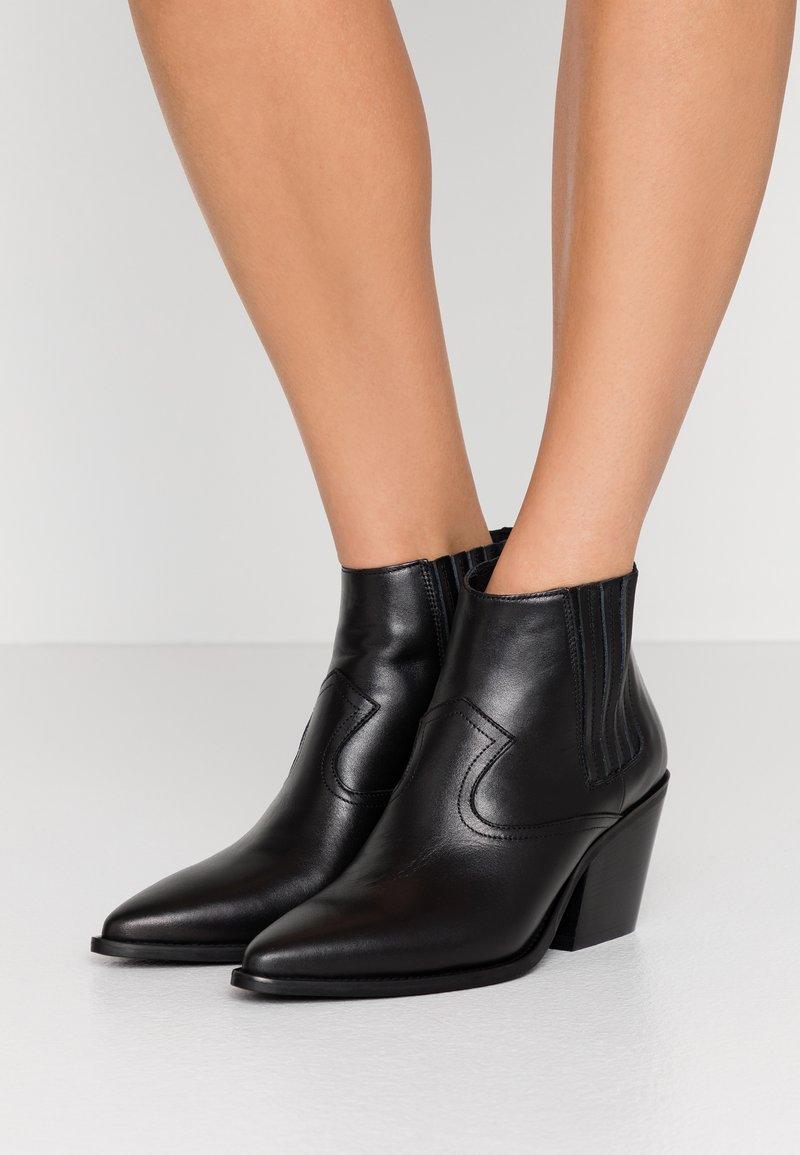 Marc Cain - Kotníková obuv - black