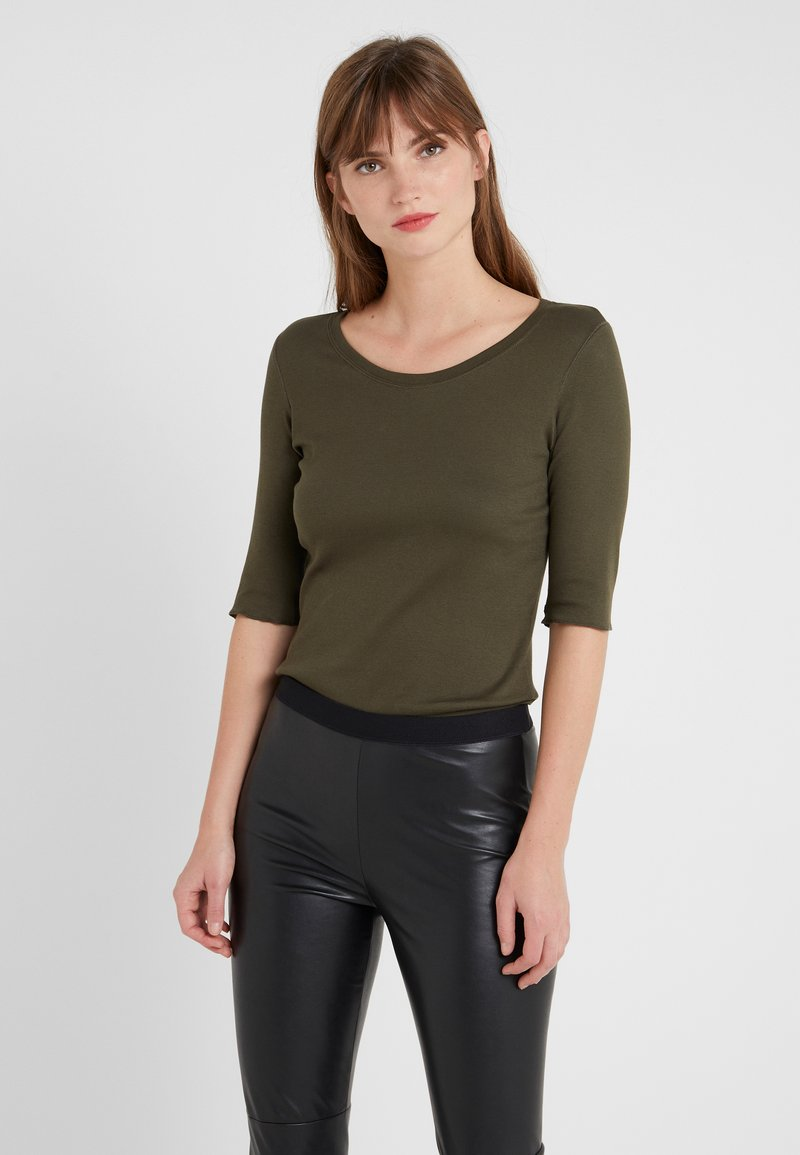Marc Cain - T-shirts basic - oliv
