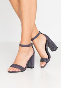 Miss Selfridge Wide Fit - WIDE FIT STEPH BLOCK HEEL BARELY THERE - Sandales à talons hauts - metallic grey - 0