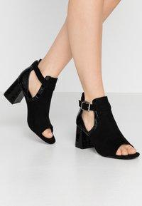 Miss Selfridge Wide Fit - WIDE FIT SUPER BLOCK HEEL - Sandals - black - 0
