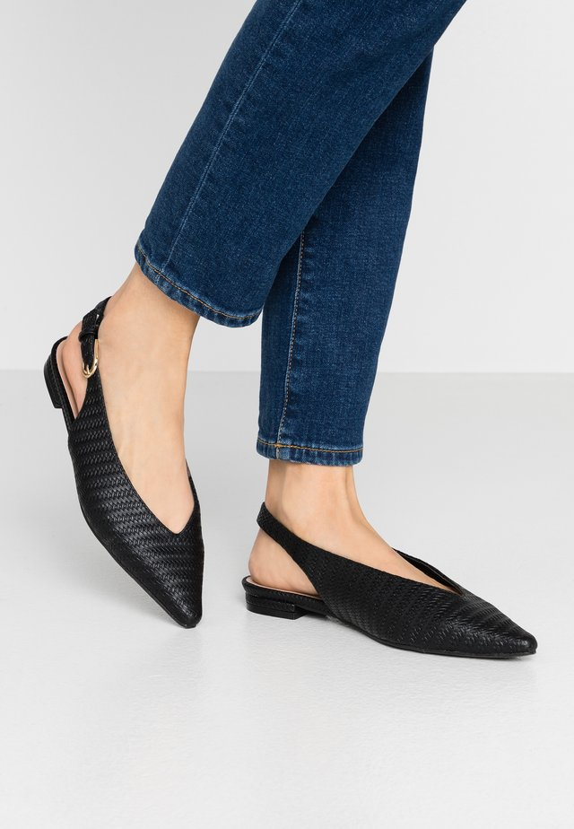 WIDE FIT LULU SLING BACK POINT - Ballerina med hælstøtte - black