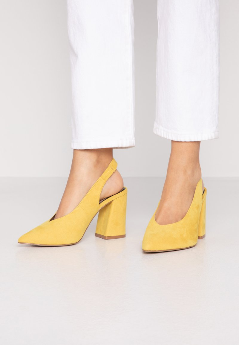 Miss Selfridge Wide Fit - WIDE FIT CARRIE SLING BACK COURT - Szpilki - yellow