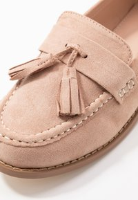 Miss Selfridge Wide Fit - WIDE FIT TASSEL LOAFER - Instappers - pink - 2