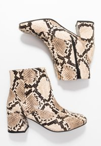 Miss Selfridge Wide Fit - WIDE FIT BELLE ZIP FRONT BLOCK HEEL - Boots à talons - multicolor - 3