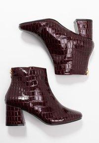Miss Selfridge Wide Fit - WIDE FIT BRIXTON ZIP BACK SQUARE TOE - Korte laarzen - burgandy - 3