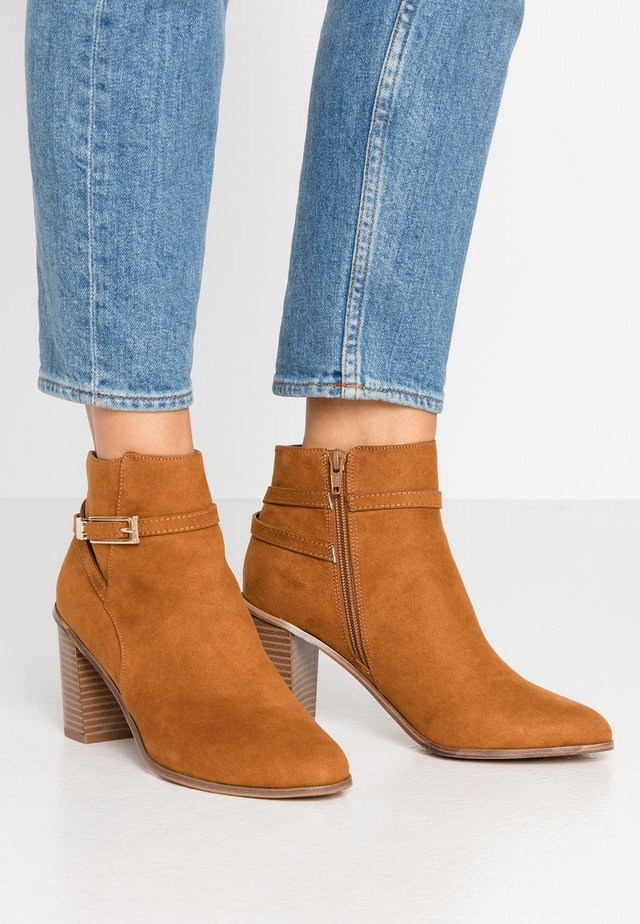 WIDE FIT BUBBLE HARDWARE DETAIL CASUAL - Ankle boots - tan