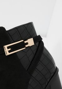 Miss Selfridge Wide Fit - WIDE FIT BUBBLE HARDWARE DETAIL CASUAL - Ankle boots - black - 2