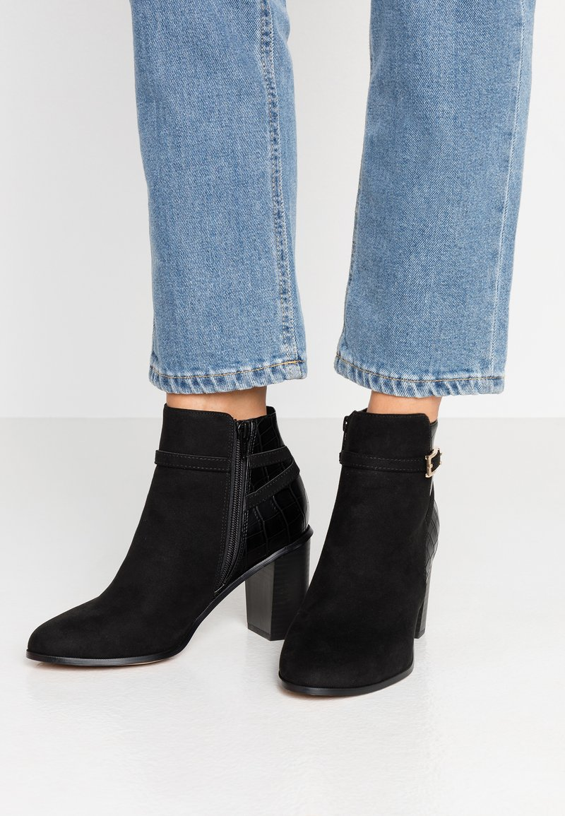Miss Selfridge Wide Fit - WIDE FIT BUBBLE HARDWARE DETAIL CASUAL - Ankle boots - black