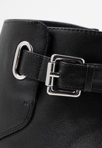 Miss Selfridge Wide Fit - BUCKLE DETAIL FLAT BOOT WIDE FIT - Kotníková obuv - black - 2