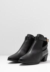 Miss Selfridge Wide Fit - WIDE FIT BAMBI BUCKLE - Kotníková obuv - black - 4