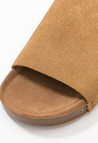 MAHONY - CLOE - Pantofle - gold - 2