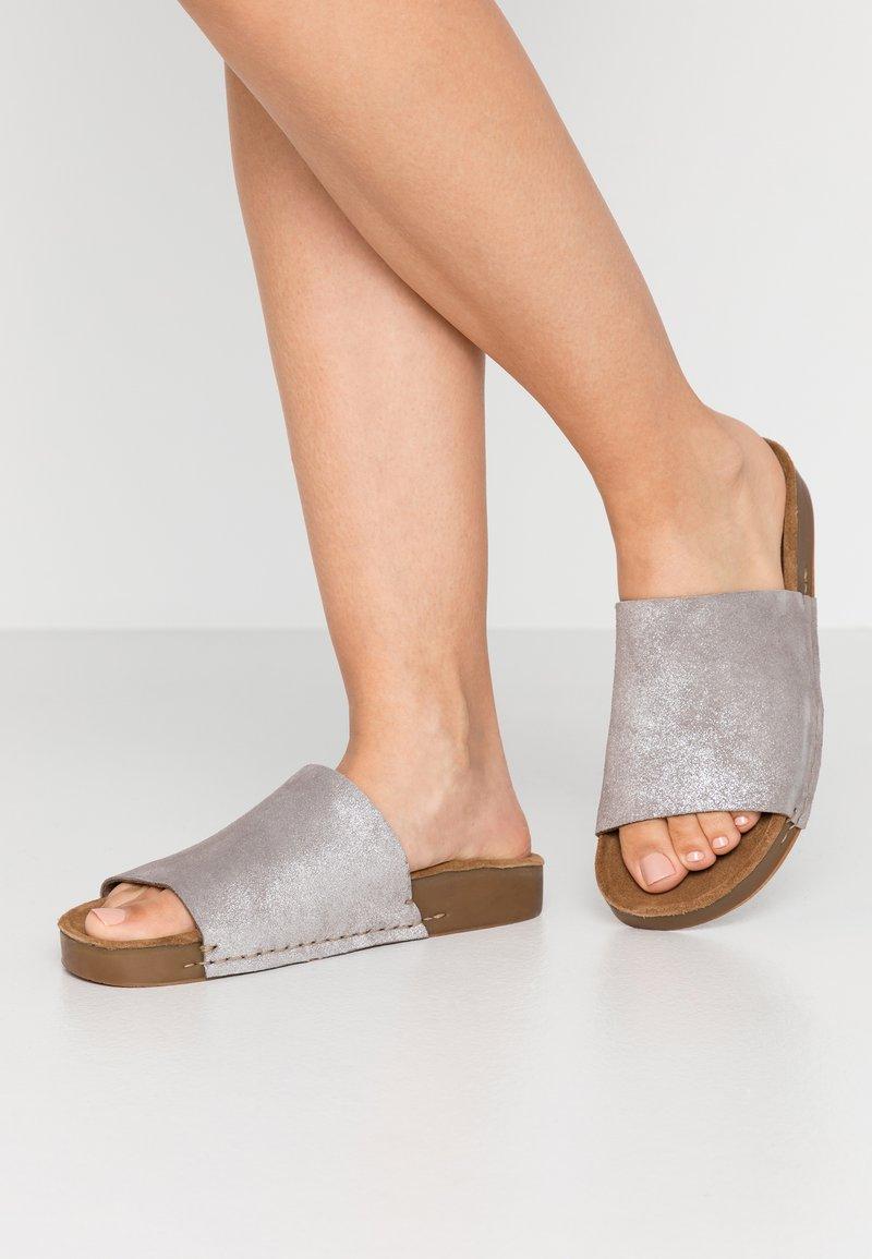 MAHONY - CLOE - Mules - silver