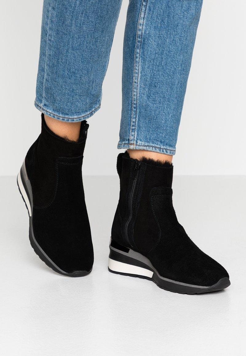 MAHONY - ORISTANO - Wedge Ankle Boots - black
