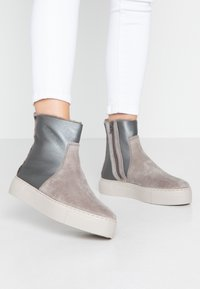 MAHONY - MALMÖ - Platform ankle boots - grey/silver - 0