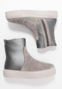 MAHONY - MALMÖ - Platform ankle boots - grey/silver - 3