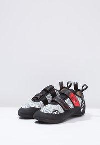 Millet - EASY UP - Lezecká obuv - grey/red - 2