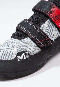 Millet - EASY UP - Lezecká obuv - grey/red - 5