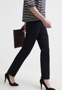 More & More - HEDY - Trousers - marine - 3