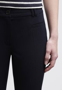 More & More - HEDY - Trousers - marine - 4