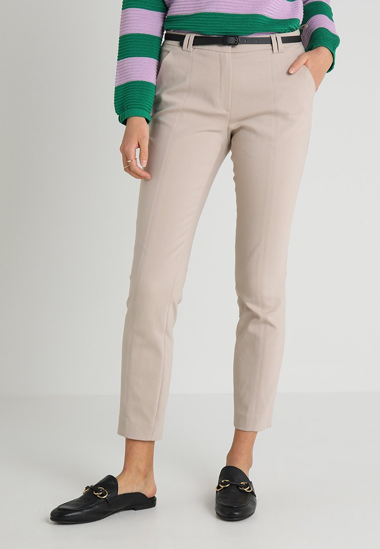 More & More - PANTS WITH BELT - Stoffhose - sand