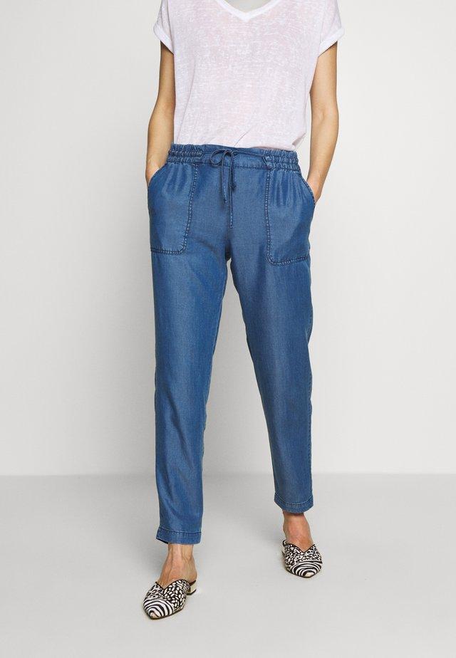 TROUSER - Spodnie materiałowe - denim blue