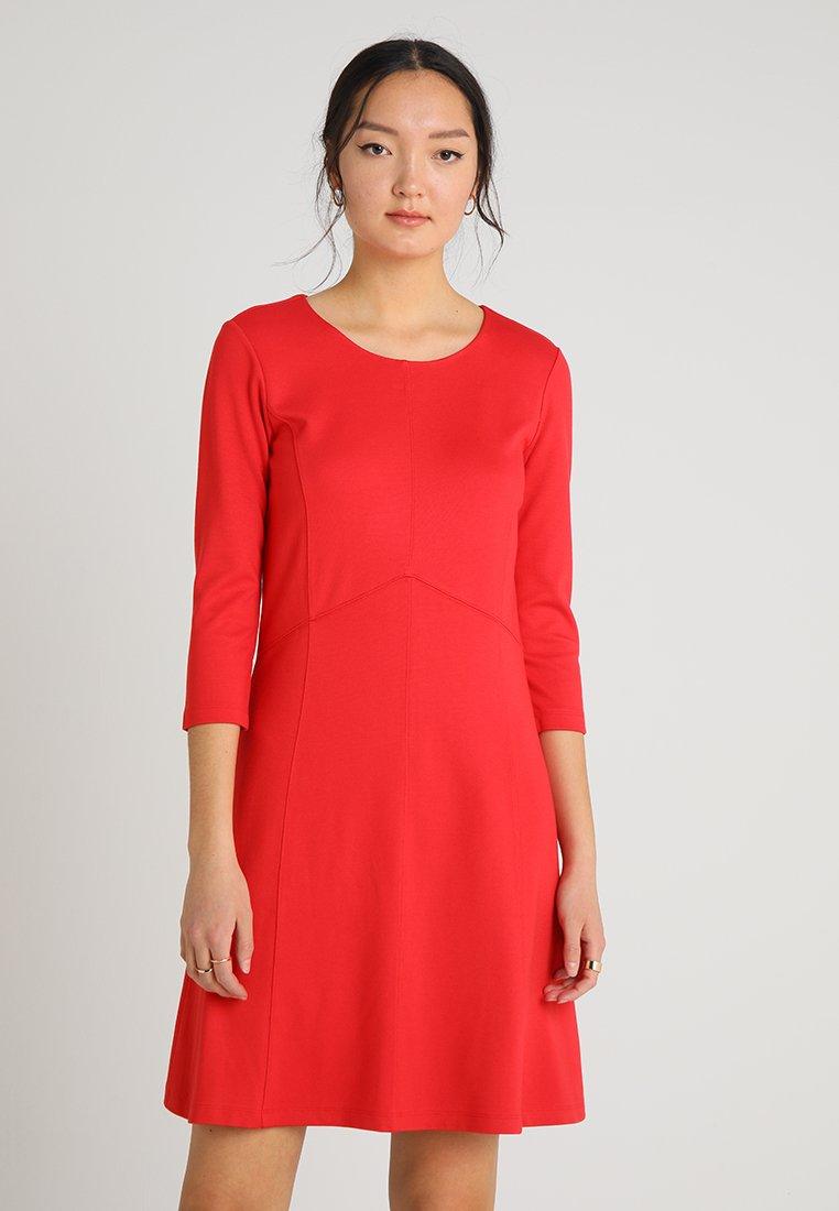 More & More - DRESS INTERLOCK - Vestido ligero - tangerine red