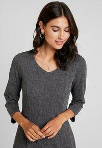 More & More - DRESS SHORT - Jerseykjole - black/multicolor - 4