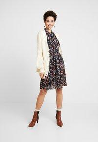 More & More - DRESS - Kjole - chilli/peach/multicolor - 2