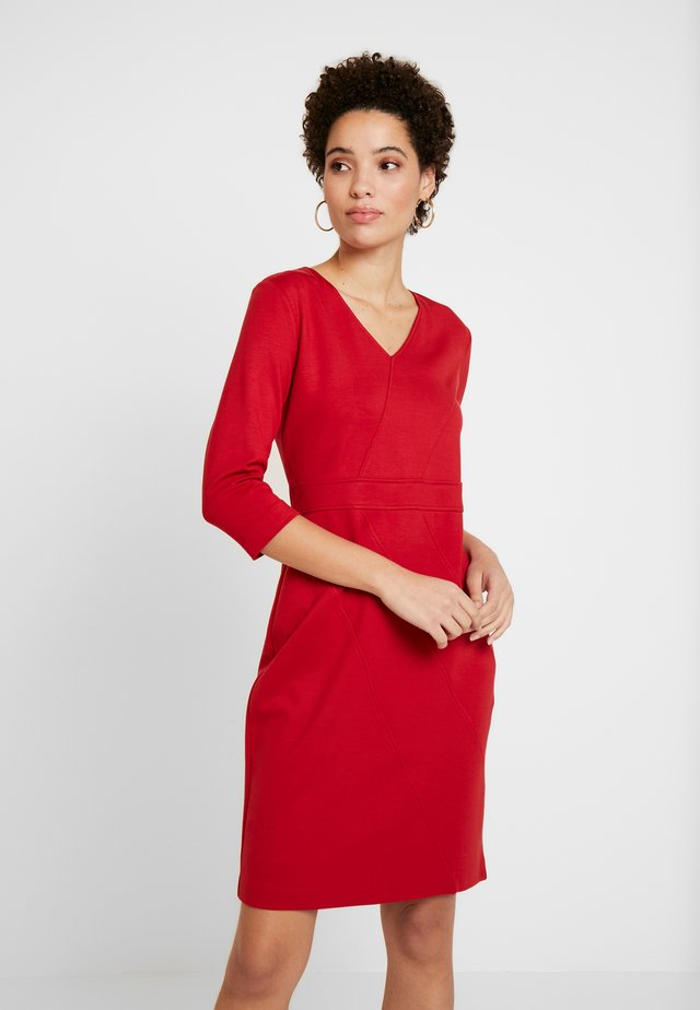 DRESS SHORT - Shift dress - granate red