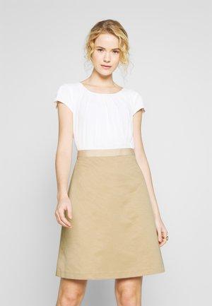 DRESS SHORT - Denní šaty - new sand