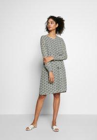 More & More - DRESS SHORT - Kjole - dark leaf - 1