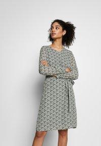 More & More - DRESS SHORT - Kjole - dark leaf - 0