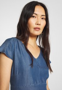 More & More - DRESS SHORT - Dongerikjole - denim blue - 3