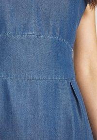 More & More - DRESS SHORT - Dongerikjole - denim blue - 5