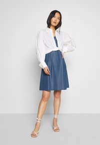 More & More - DRESS SHORT - Dongerikjole - denim blue - 1