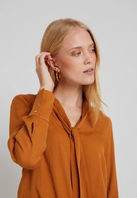 More & More - Blouse - amber gold - 3