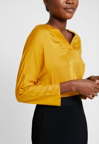 More & More - SLEEVE - Blusa - autumn yellow - 4