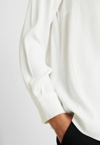 More & More - BLOUSE SLEEVE - Blouse - off white - 5
