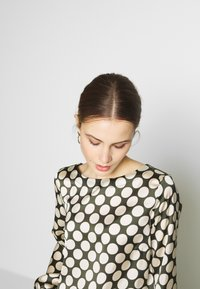 More & More - Blouse - dark leaf - 3